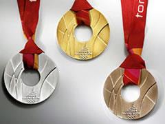トリノの五輪メダルは「ドーナツ型」