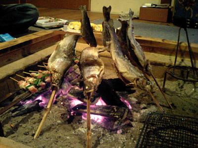 囲炉裏を囲んで…。