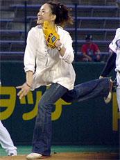 上村愛子の始球式にどよめき。〇(≧∇≦)〇